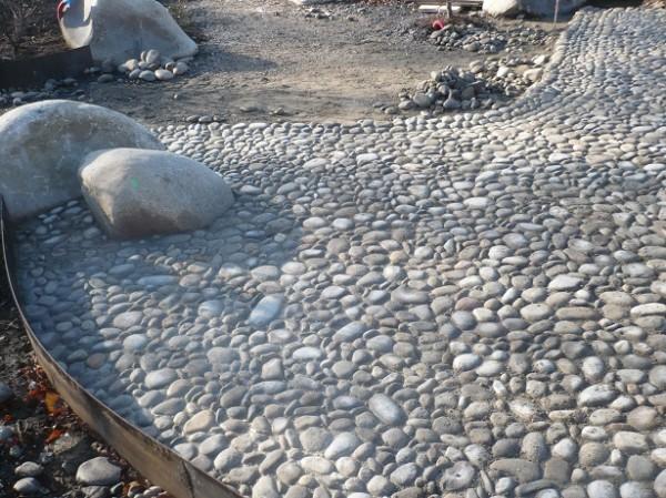 Ma onnerie vignau sarl dallage pierre galets b ton for Gros galets decoratifs exterieur